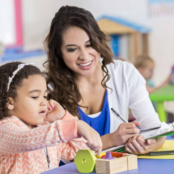خدمات پرستاری از کودک در منزل